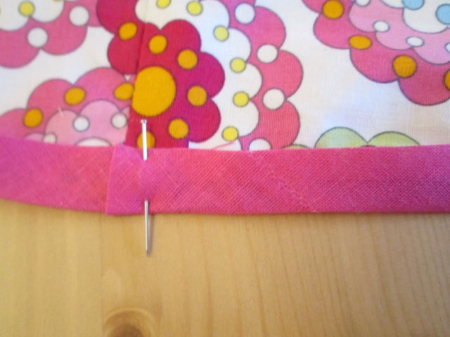 10 top tips to make sewing projects easier how to sew on bias binding