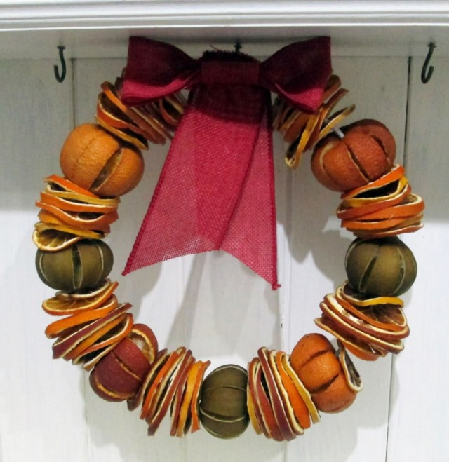 dried fruit wreath, citrus wreath, natural christmas using dried fruit for christmas decorations