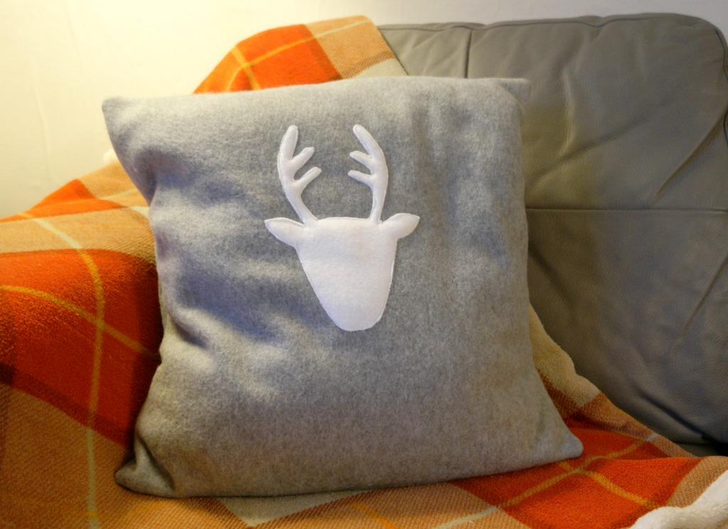 diy reindeer christmas cushion tutorial