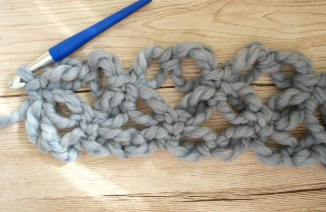 How to crochet Solomon's knots