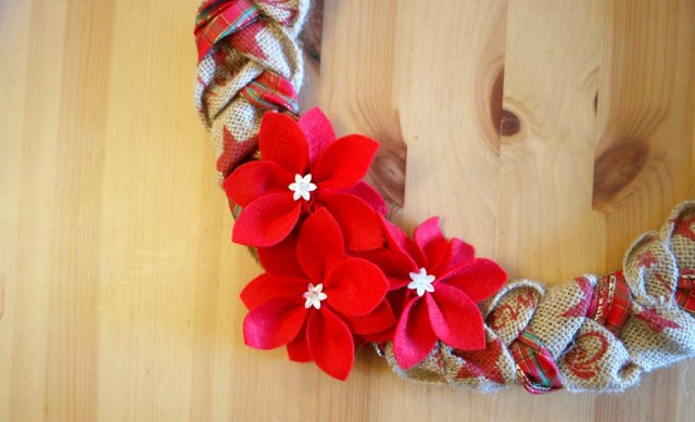 how to make a burlap christmas wreath