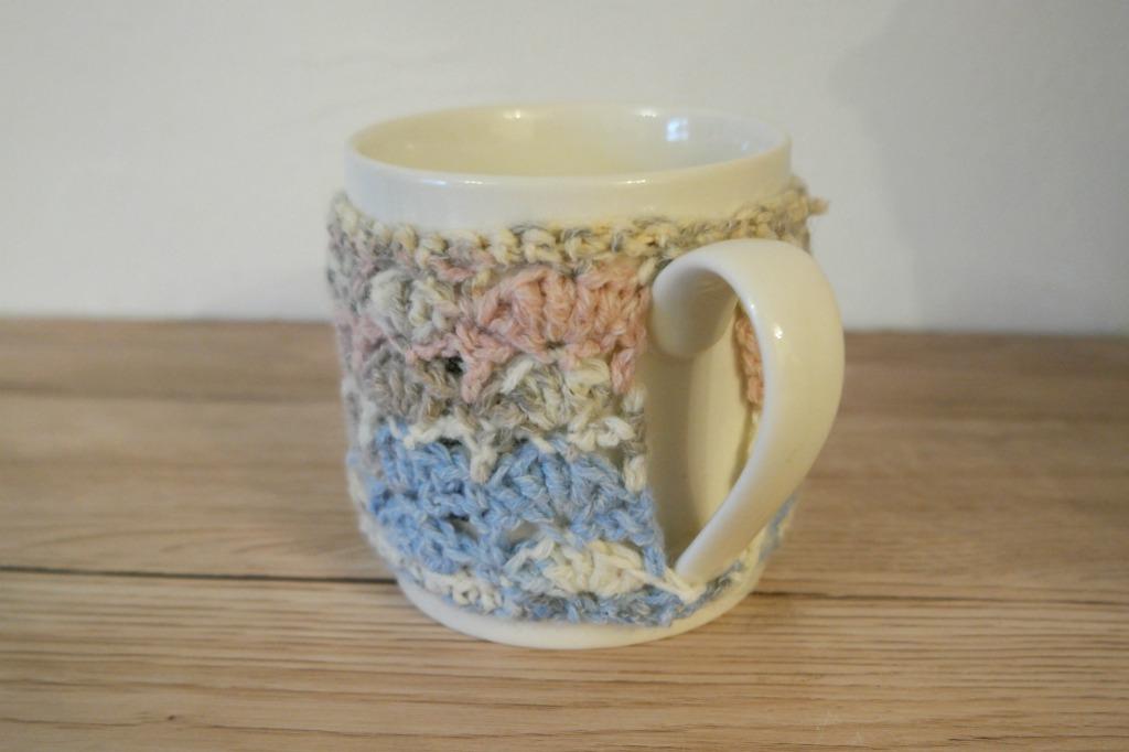 shell stitch crocheted mug cosy tutorial
