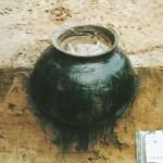 Afb.1 Bij een opgraving aan het Westeinde werd deze gave 13e-eeuwse voorraadpot aangetroffen (foto: Martin van Rijn)
