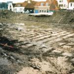 afb.1 Bij onderzoek voorafgaande aan de bouw van een wooncomplex op het terrein van de Oude Haven werden de contouren van veenputten ontdekt (foto: Archeologische Werkgroep Voorburg).