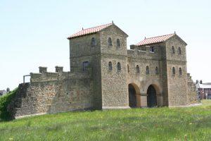 Afb. 13. Arbeia fort reconstructie toegangspoort.