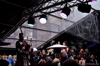 Celebrations start early on December, 31st. Different Edinburgh venues celebrate, for instance, the Ozzy New Year at 1pm. We checked the party at The Three Sisters, a cool club with a massive outdoor terrace next to the Grassmarket.