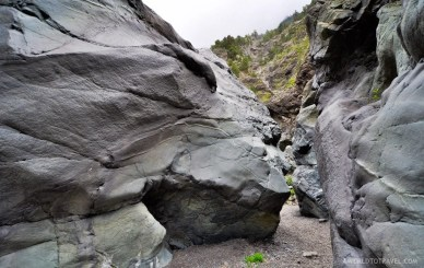 Perfect for hide and seek, a rocky gorge detour we took during our Caldera de Taburiente hike in La Palma