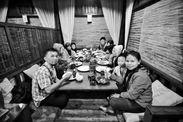 Family dinner, quality and bonding time (in Kampung Daun Culture Galery & Cafe)