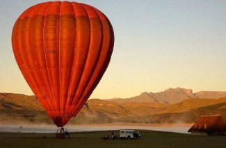 Guide to the Drakensberg Mountains of South Africa - hot air balloon sunrise
