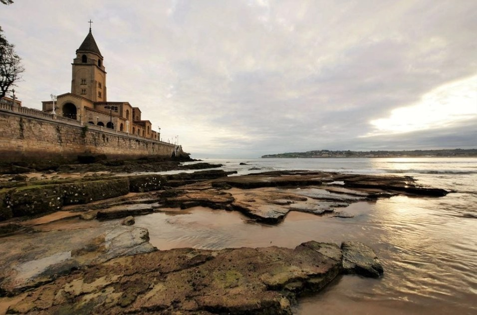 1. San Lorenzo beach at sunrise - Fun Things To Do In Gijon Rain or Shine - A World to Travel (2)