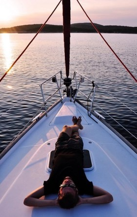 Do You Dream Of Buying A Boat - A World to Travel (1)
