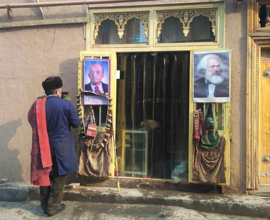 Kashgar shop - China - Silk Road Travel - A Central Asia Overland Trip - A World to Travel