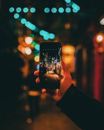 Smartphone travel tips - A World to Travel