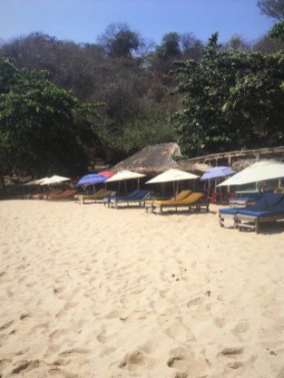 Normally, every chair was taken before coronavirus in this Mexican beach - Covid-19 in Mexico as seen by an expat