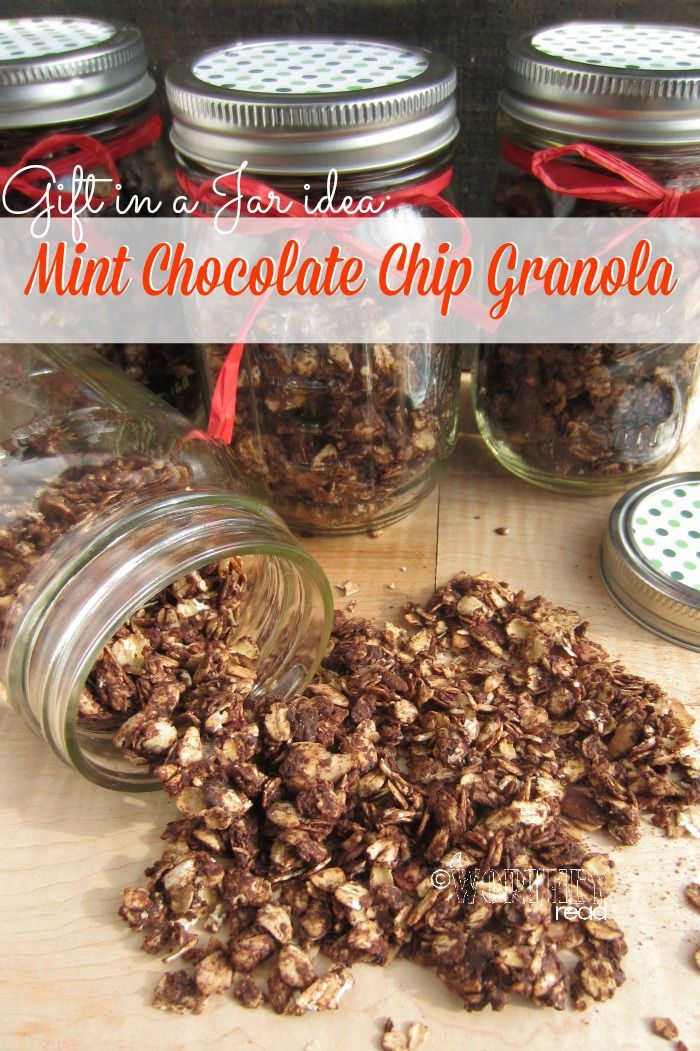 Homemade gifts are the best. Gift in a Jar ideas can be great homemade Christmas Gifts. Try this Gift In a Jar Idea Mint Chocolate Chip Granola Pin it for later!