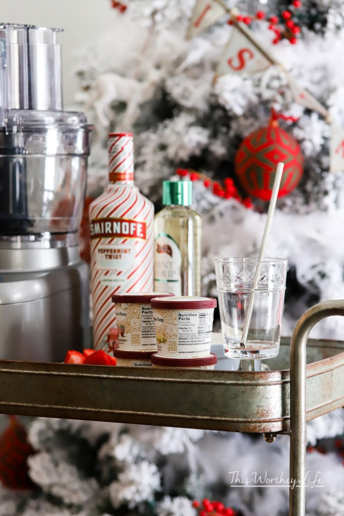 Christmas Peppermint Cocktail Shake