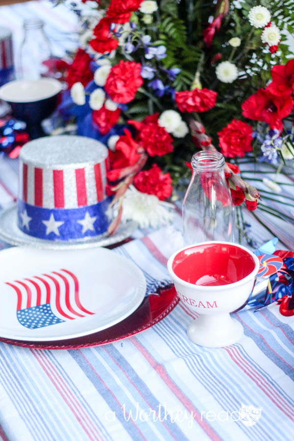 Are you planning a Memorial Day party this weekend? Here are some of the best tips on pulling off a Memorial Day party. Even if you are planning a last-minute Memorial Day party, these tips will help you plan and prep to pull off a great party. Read on to see how to plan a Memorial Day party. Best Memorial Day Entertaining Tips {Pull off a great last-minute party!}