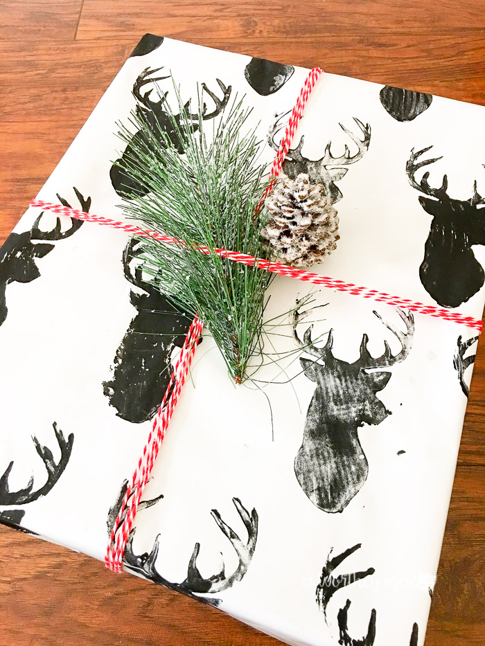 Diy reindeer wrapping paper this worthey life food travel do you love to try new do it yourself ideas for christmas how solutioingenieria Images