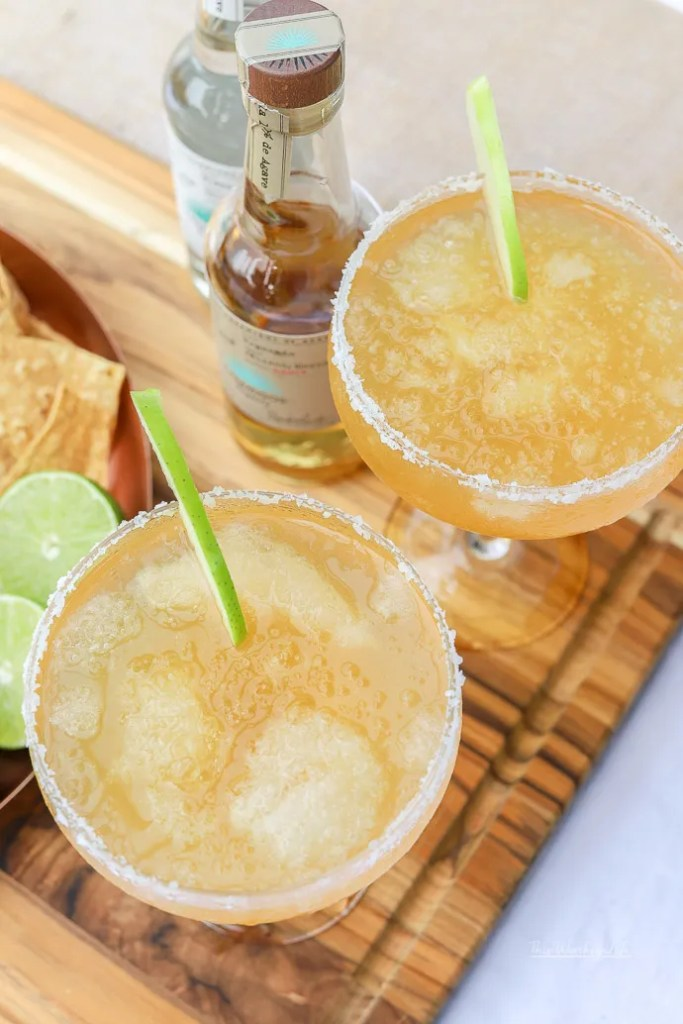 Fall is just around the corner, and with it comes all things apple cider. We're putting a twist on the classic margarita with more tequila, lime juice, and tons of apple cider to make an Apple Cider Margarita! Grab the recipe on the blog!