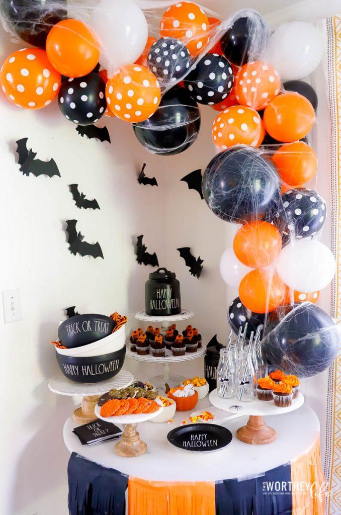 Halloween Black & White party idea