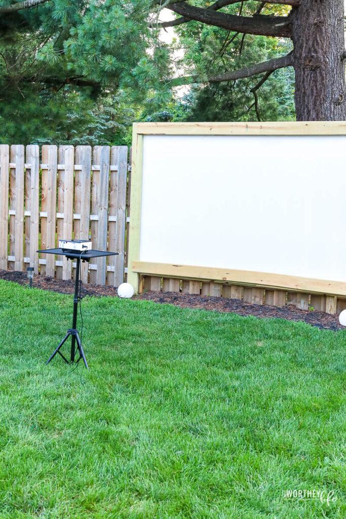 DIY outdoor movie night tips