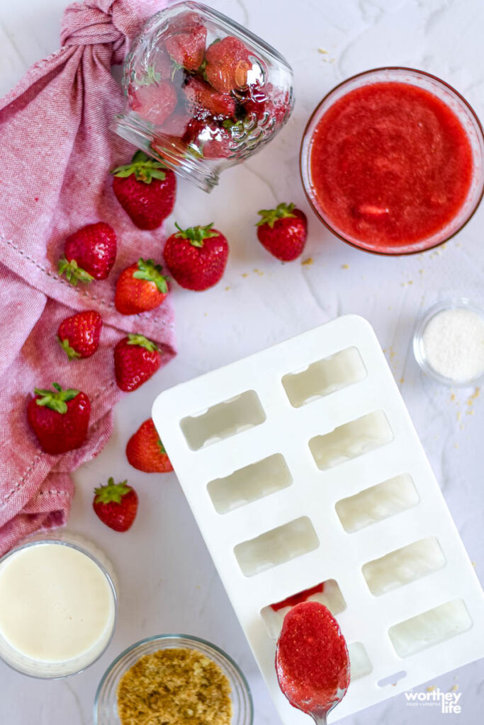popsicles molds with strawberries