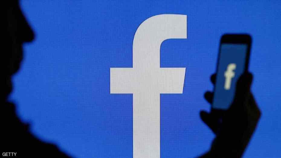 فيسبوك تفتح كاميرا الهاتف سرا.. وإليك حل بسيط