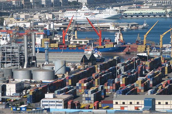 تبون يطالب بإعادة تقييم الاتفاقات التجارية الدولية