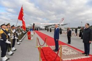 قيس سعيد يغادر تونس متجها نحو الجزائر