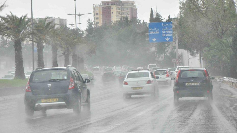 رعود وأمطار غزيرة على 18 ولاية