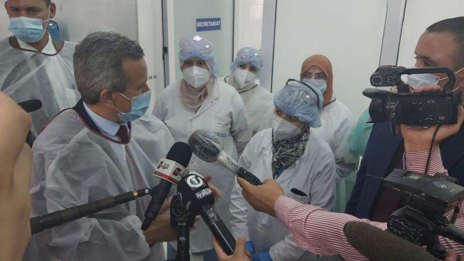 بن بوزيد يكشف حصيلة ضحايا كورونا في قطاع الصحة