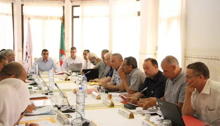 """الاتحادية الجزائرية لكرة القدم تُرخص لـ""""ميركاتو"""" شتوي استثنائي"""