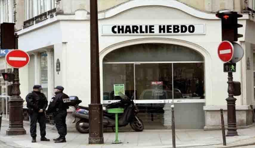"""طعن 4 أشخاص قرب المقر """"شارلي إبدو"""" في باريس"""
