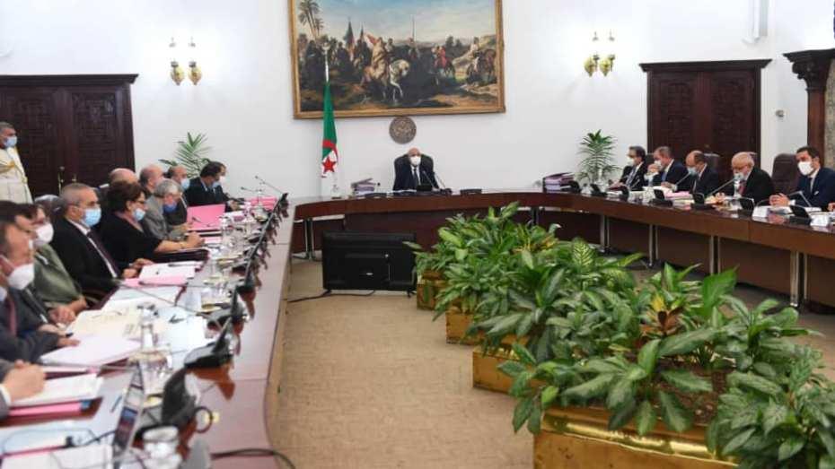 أول وزير جزائري يُصاب بفيروس كورونا