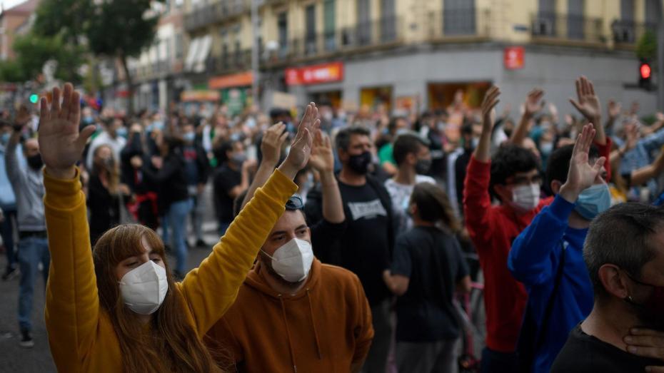 الاحتجاجات تَعم فرنسا بعد الغلق الشامل بسبب كورونا