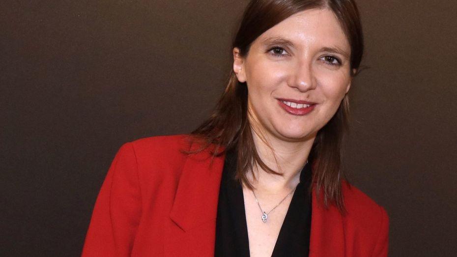 برلمانية فرنسية تطالب بحظر محلات بيع الحجاب