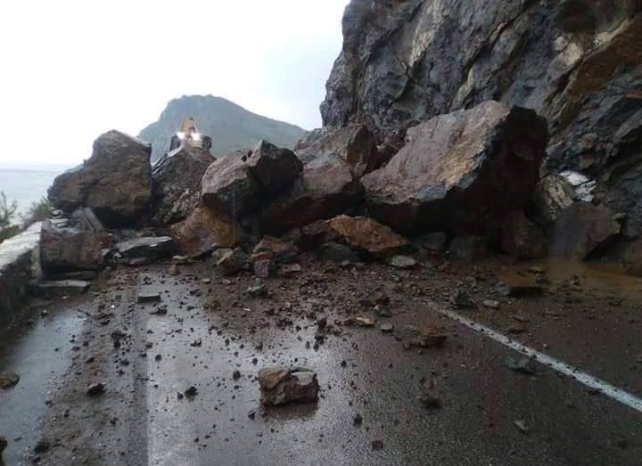 انهيار صخري يتسبب في غلق جزئي للطريق بجيجل