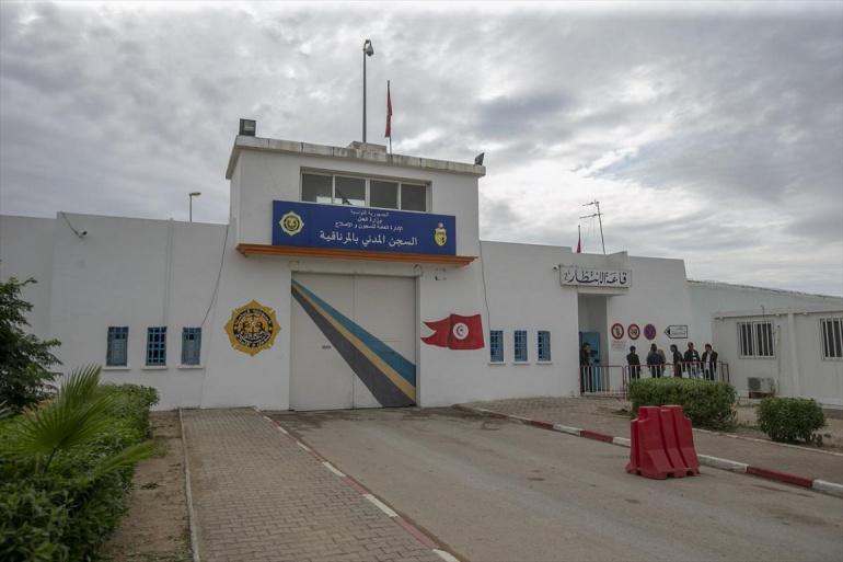 بوقادوم مطالب بالتدخل للإفراج عن الجزائريين المحتجزين في تونس