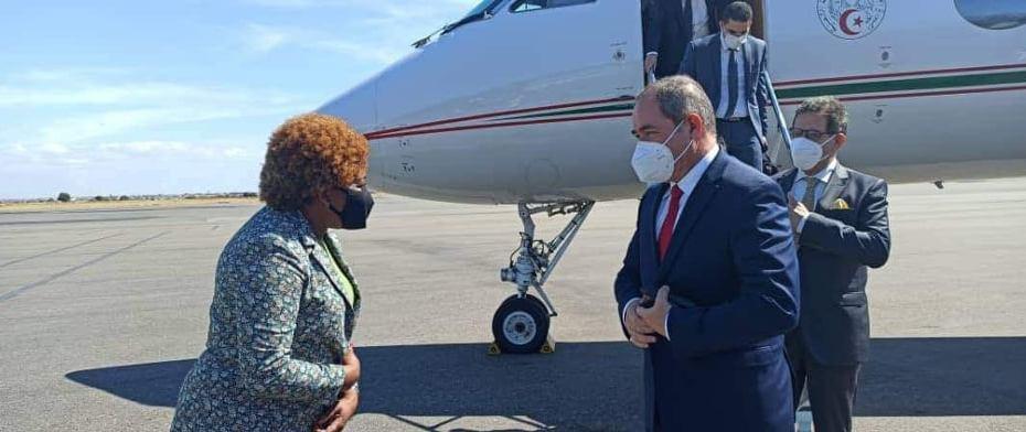 بوقادوم يحل بأنغولا في زيارة عمل