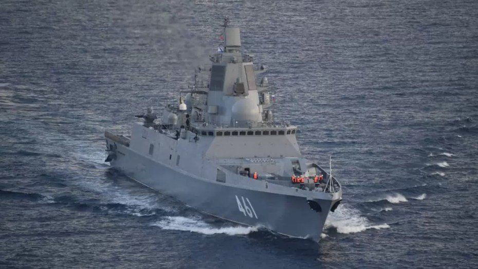 بالصور.. مفرزة سفن حربية روسية ترسو بميناء الجزائر