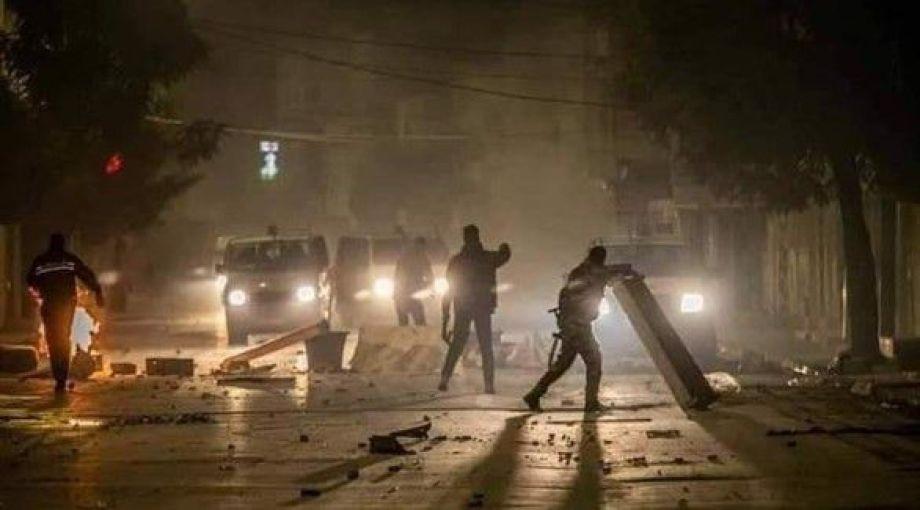 بالصور- احتجاجات وأعمال شغب بتونس بعد الاعتداء على راعي غنم