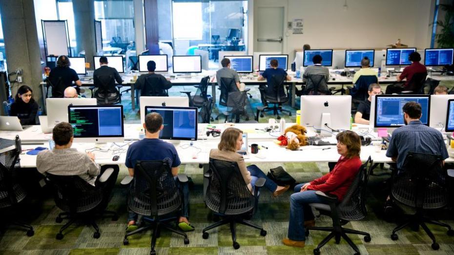 بيانات عملاء فيسبوك متاحة لشركات خارجية