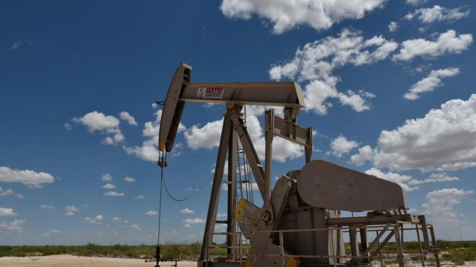 انخفاض أسعار النفط بسبب لقاح أسترازينيكا