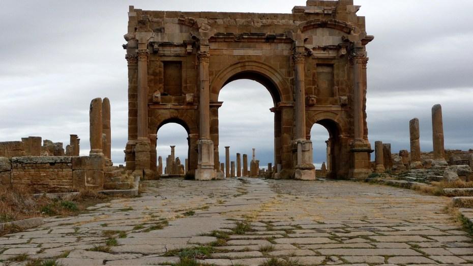 """وزارة الثقافة تلجئ للقضاء بعد تخريب الموقع الأثري """"تازولت"""""""
