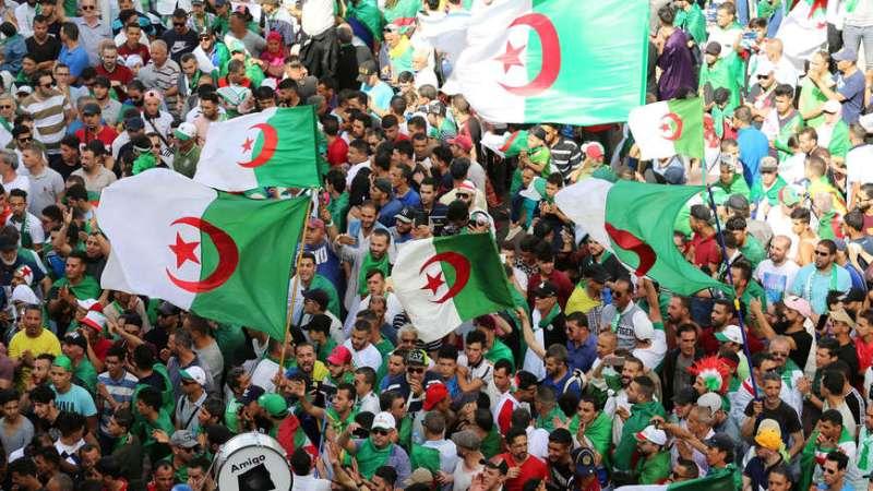 عزمي بشارة: الشعب الجزائري أبهر العالم بحراكه السلمي واستفاد من التجارب السابقة