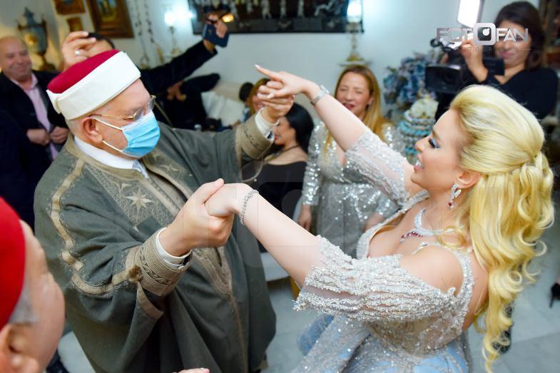 عبد الفتاح مورو يثير الجدل في تونس بسبب مراقصته لفنانة في حفل خطوبتها