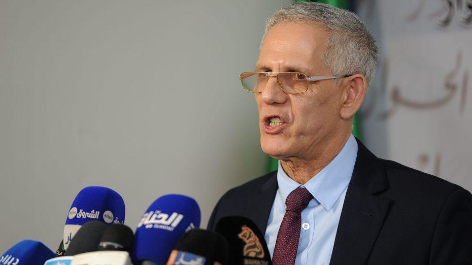 وزير الصّناعة يفنّد خبر منح اعتمادات لاستيراد السيّارات
