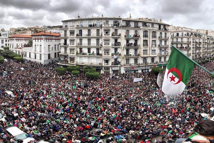 التنسيقية الوطنية لمعطوبي الجيش تعتذر للشعب الجزائري وتعلن انصهارها التام في الحراك