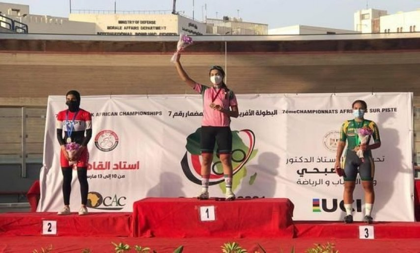 الجزائرية نسرين حويلي تحقق إنجازا تاريخيا في البطولة الأفريقية للدراجات