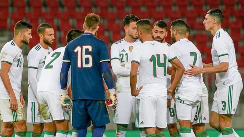 ثلاثة لاعبين من المنتخب الجزائري ينافسون على جائزة مُميزة في فرنسا